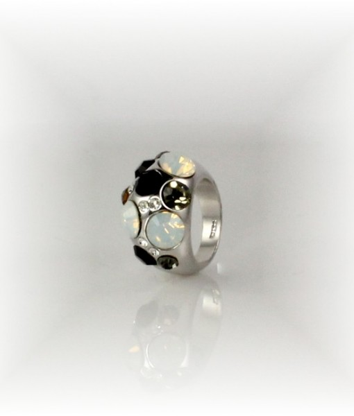 Black Topaz Ring With Mother of Pearl